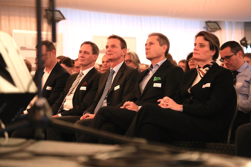 (From left to right) Dr. Thierry Strässle, ad Interim Director of the Paul Scherrer Institute PSI, Dr. Benno Rechsteiner, CEO innovAARE AG, Dr. Remo Lütolf, the Chairman of the Board of Directors of innovAARE AG, Prof. Dr. Martina Hirayama, director of the State Secretariat for Education, Research and Innovation